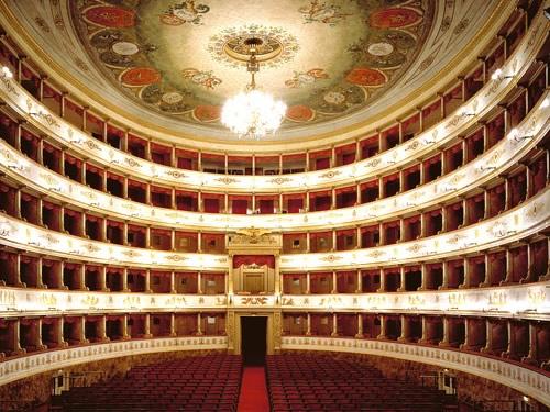 Il teatro luciano pavarotti di Modena